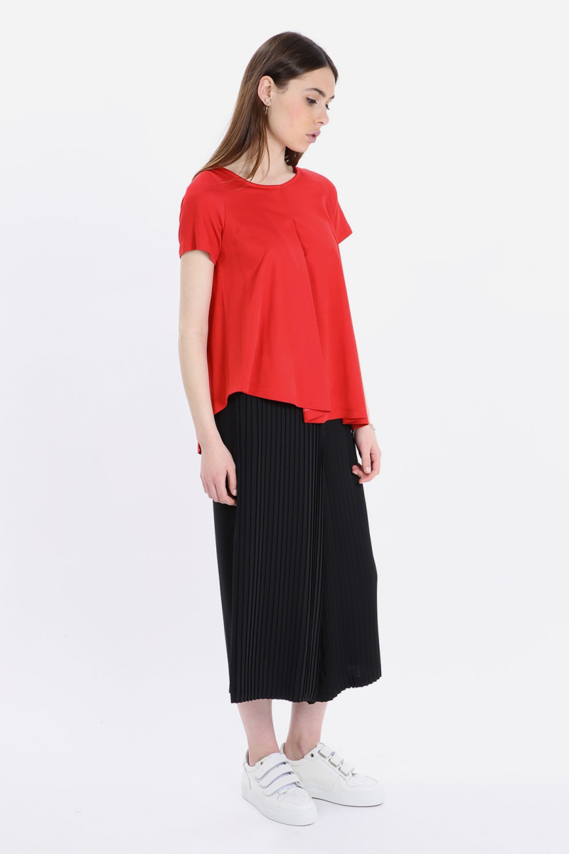 Unbalanced red pleated top Red