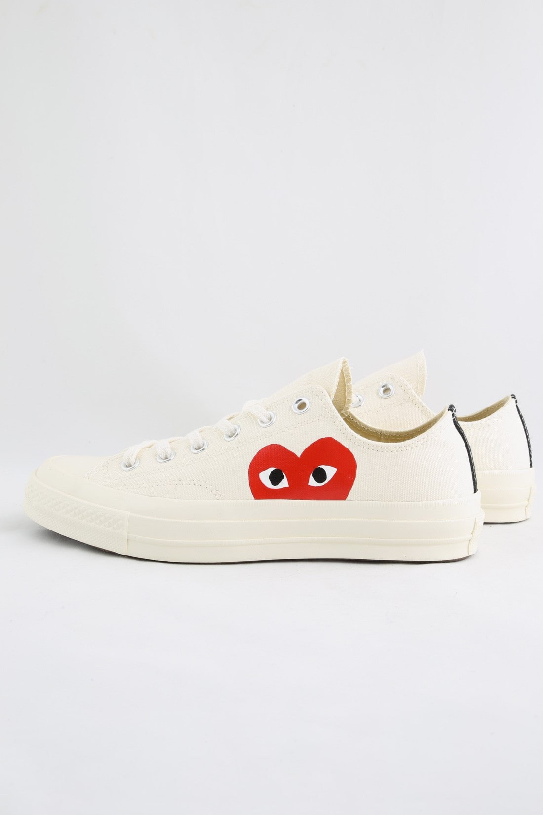 Play new chuck taylor low Milk