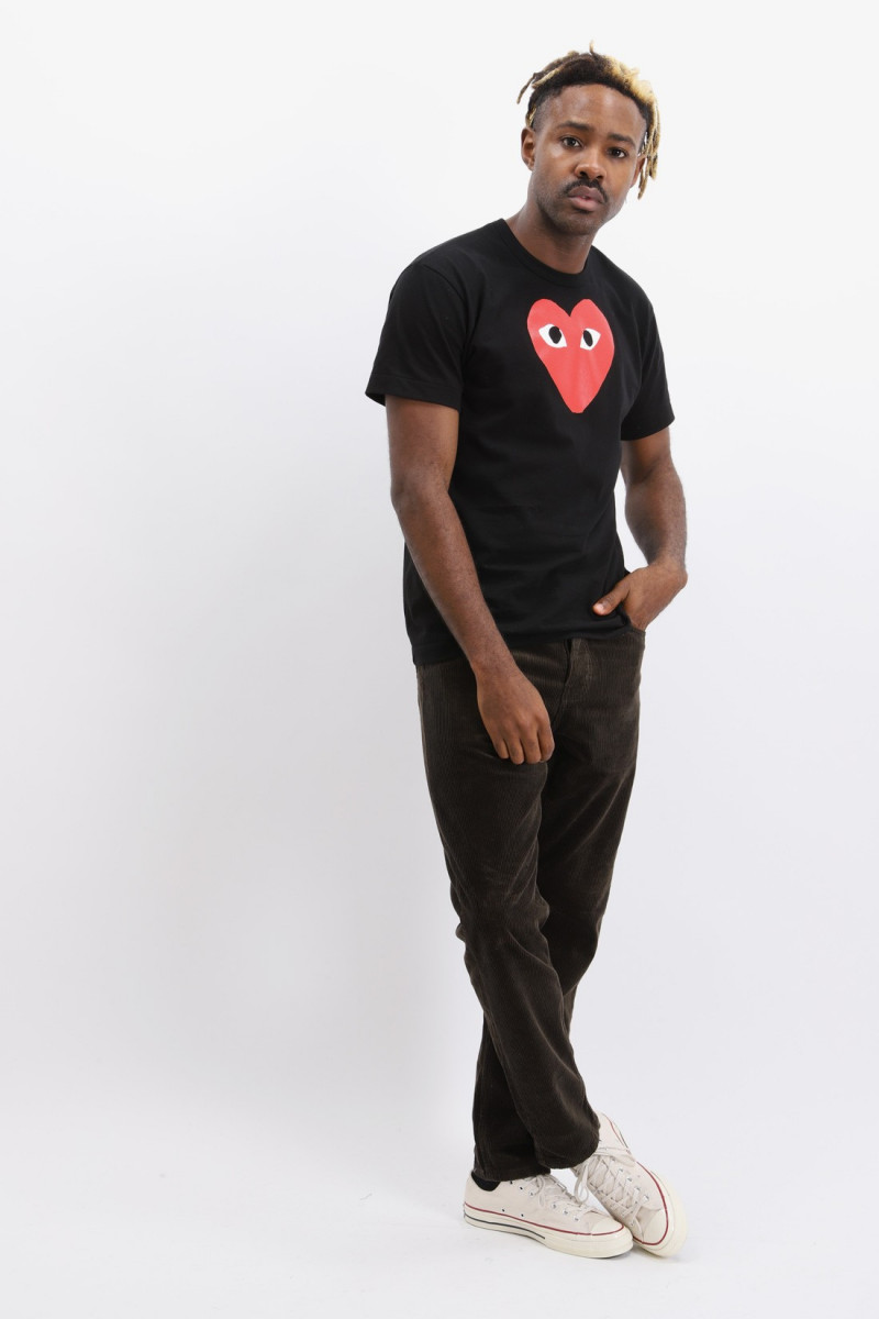 Red play t-shirt big heart Black