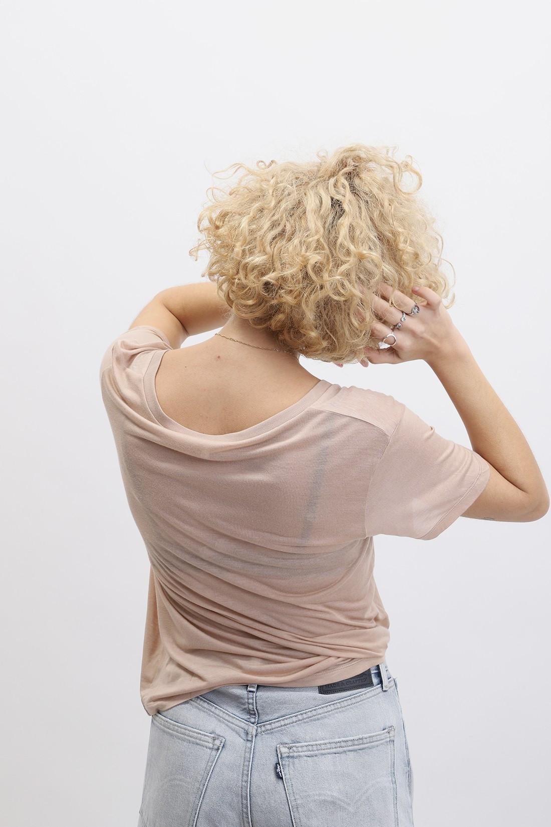 BASERANGE / V neck tee Nude
