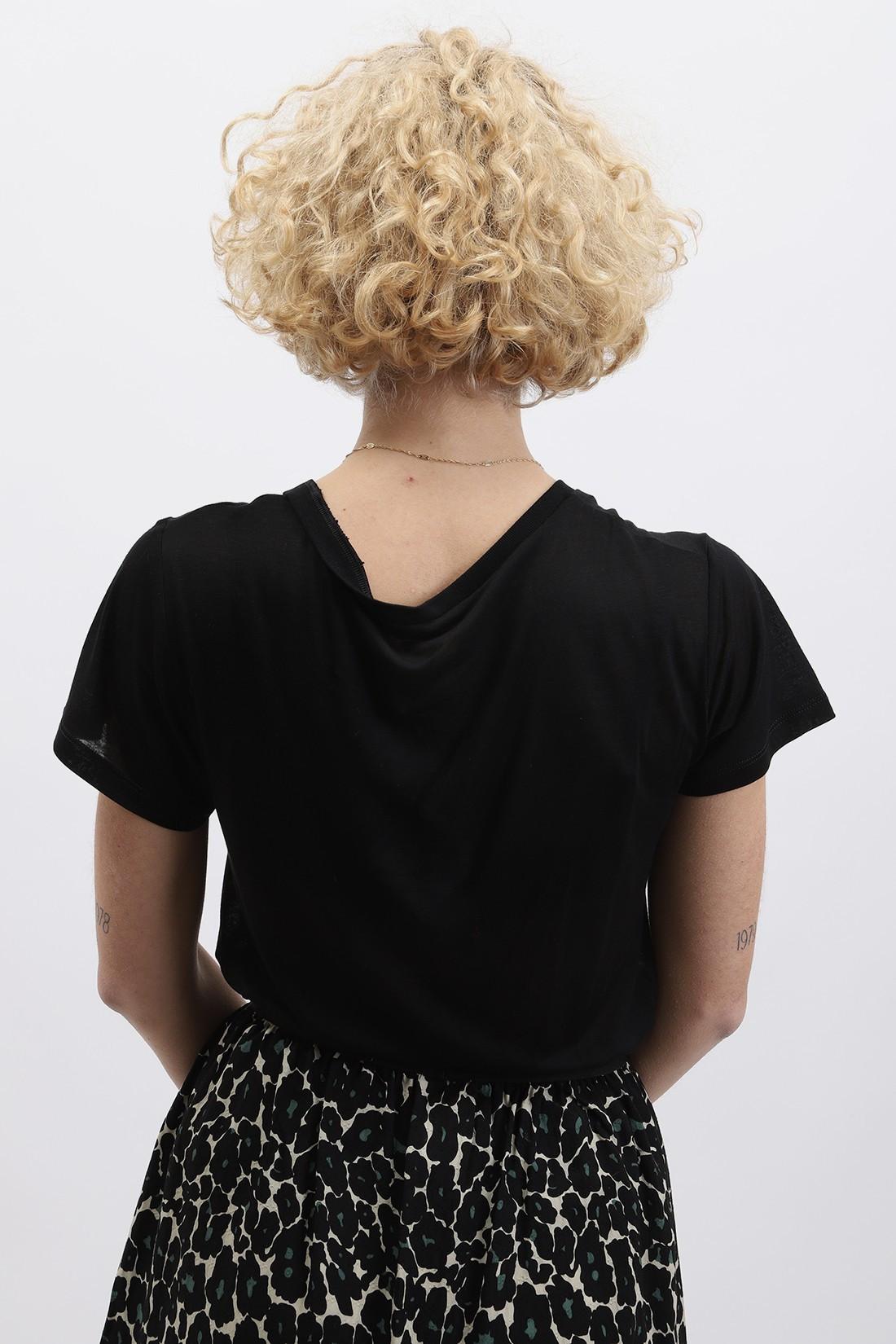 BASERANGE / V neck tee Black