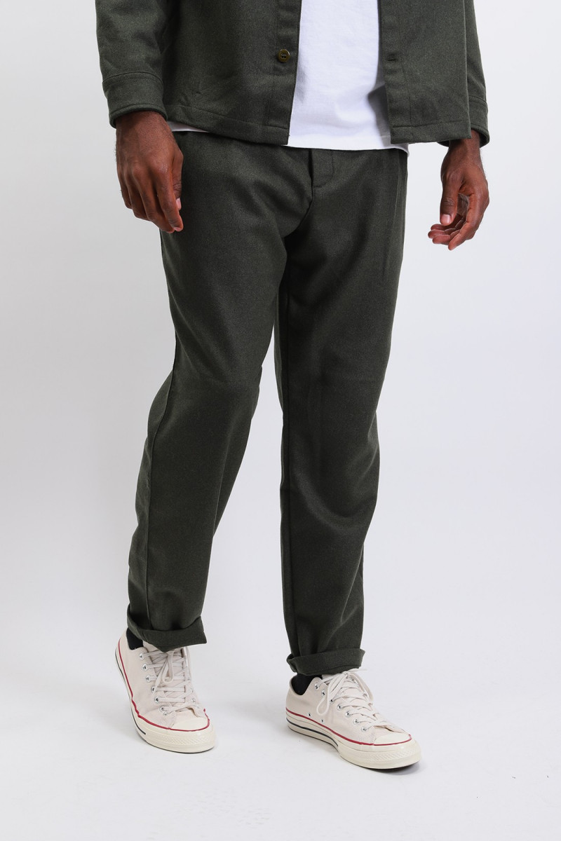 Wool double pleat chino Olive