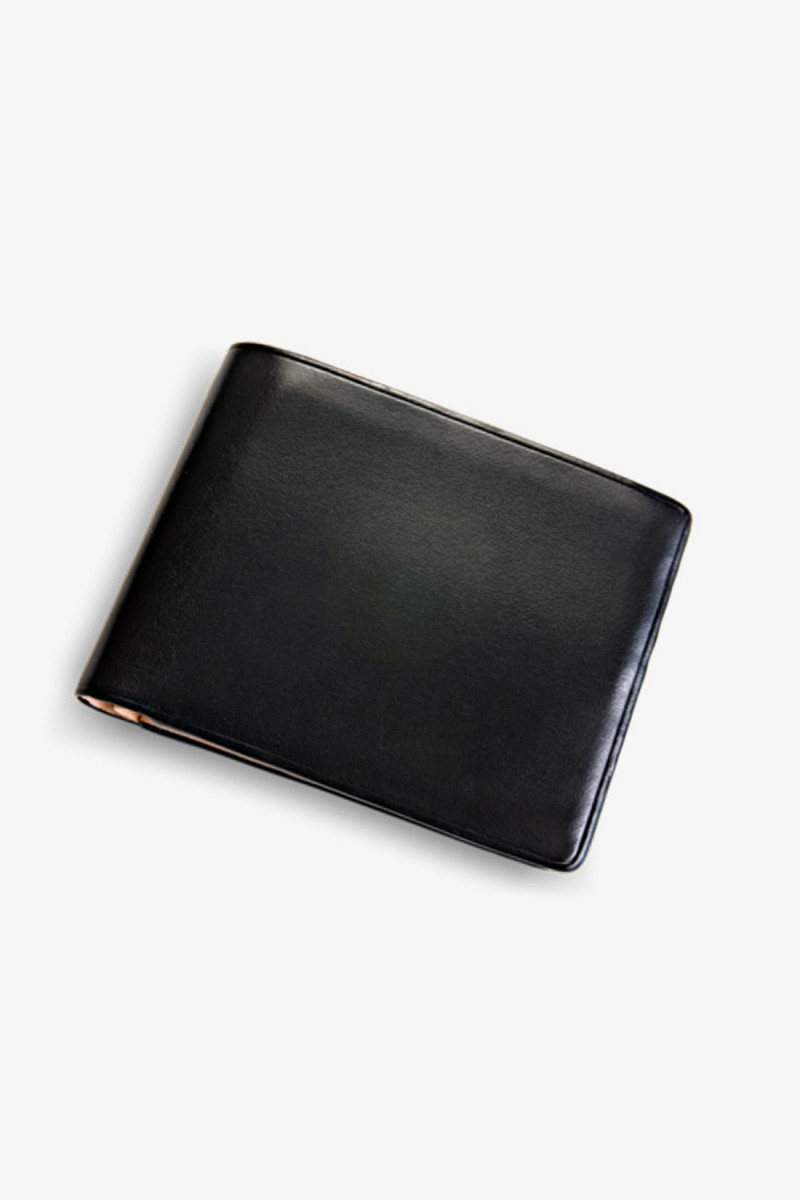 Bi-fold wallet w/ 8 card slots Black