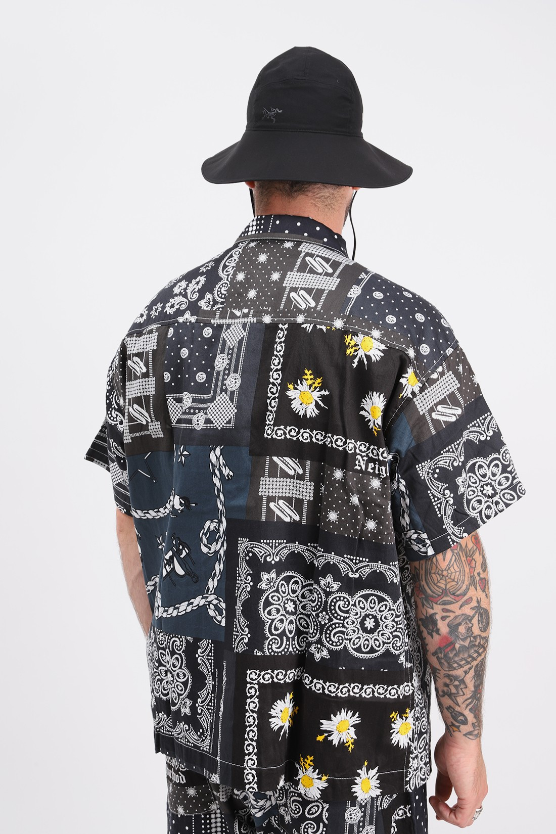 NEIGHBORHOOD / Bandana type-b / c-shirt . ss Black