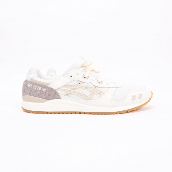 Designed by Shigeyuki Mitsui, the recycled materials of the ASICS Gel Lyte III og cream/putty has not finished impressing us. Gorgeous ! Available now in our shops.#asics #asicsgellyte3